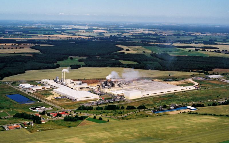 ドイツ、Kronotex本社工場。