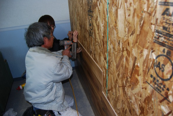 フィニッシュでとめます。 | 床暖房フローリング、リフォームフローリング、ラミネートフローリング「クロノテックス」KRONOTEX 大利木材