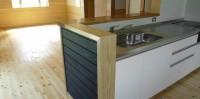 藍染杉羽目板のキッチン
