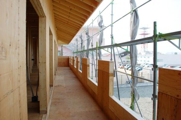 ツーバイフォー工法で建築中の老人健康保健施設バルコニー