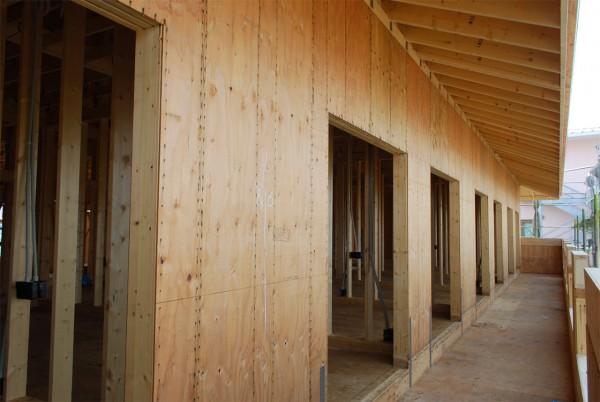 建築中の老人健康保健施設バルコニー