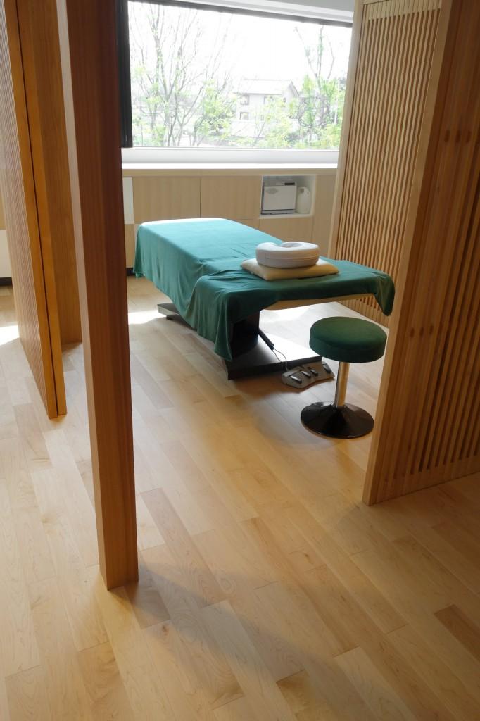 ハードメープル床暖房フローリングの美容室