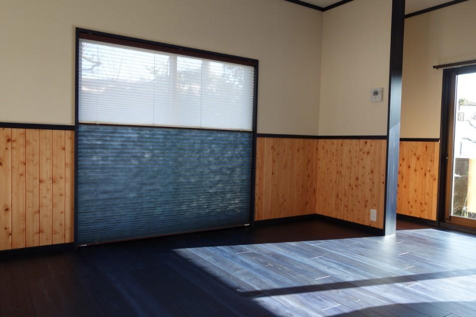 藍染杉フローリングと腰壁